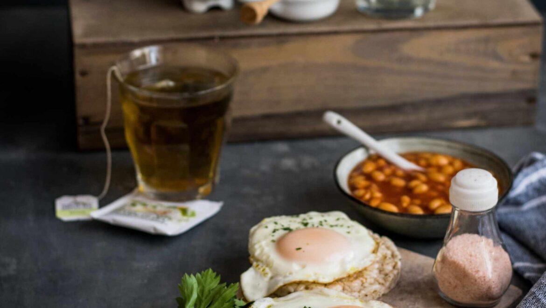 Saucy bean baked eggs
